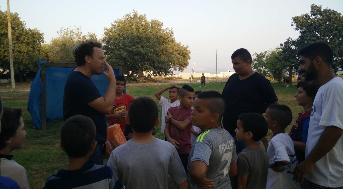 ילדים מביר אל מכסור וחנתון משחקים כדורגל